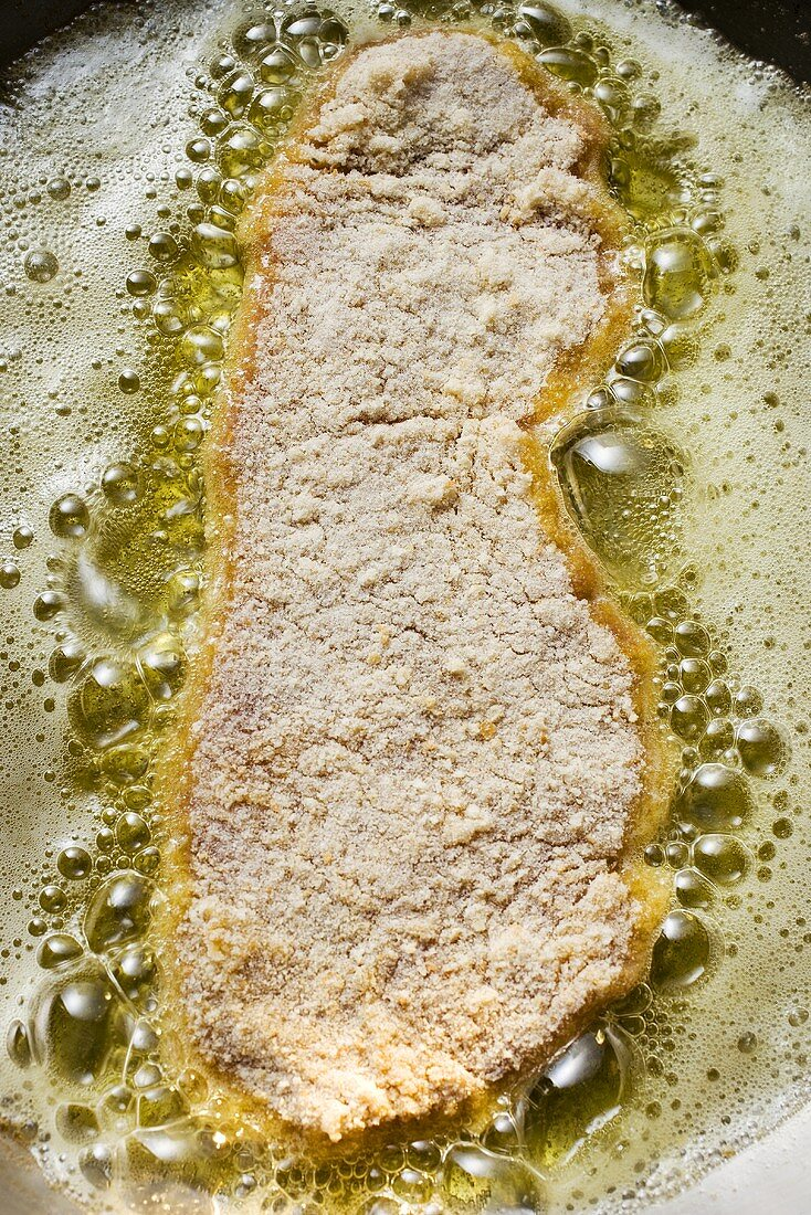 Frying escalope in frying pan