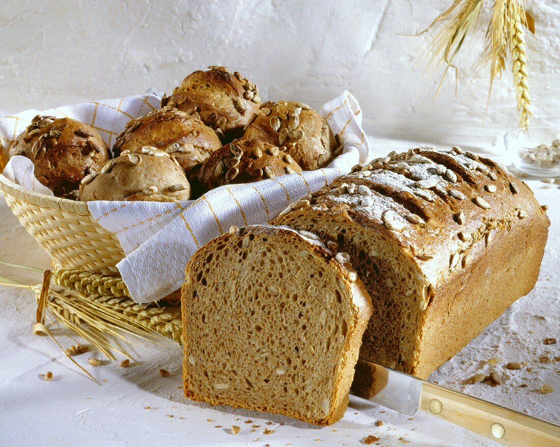Oat, rye and wheat bread and bread rolls