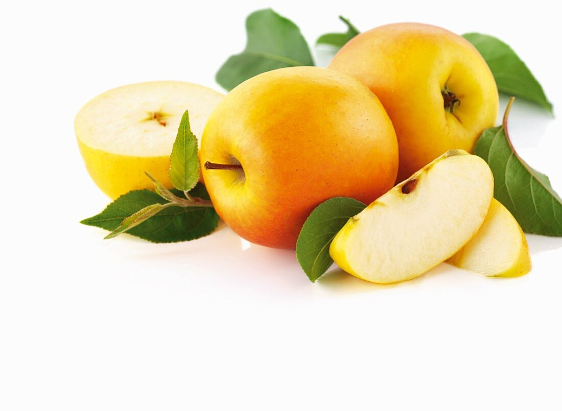 Yellow apples, whole and sliced