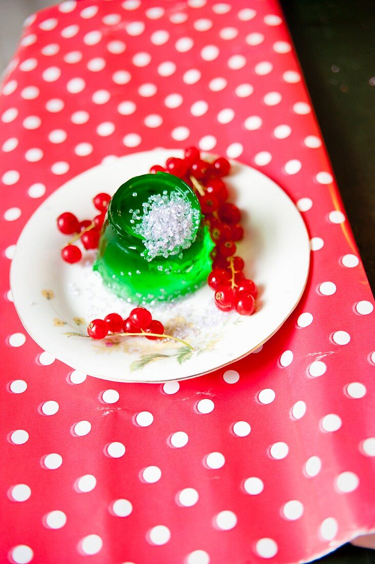 Jelly with redcurrants