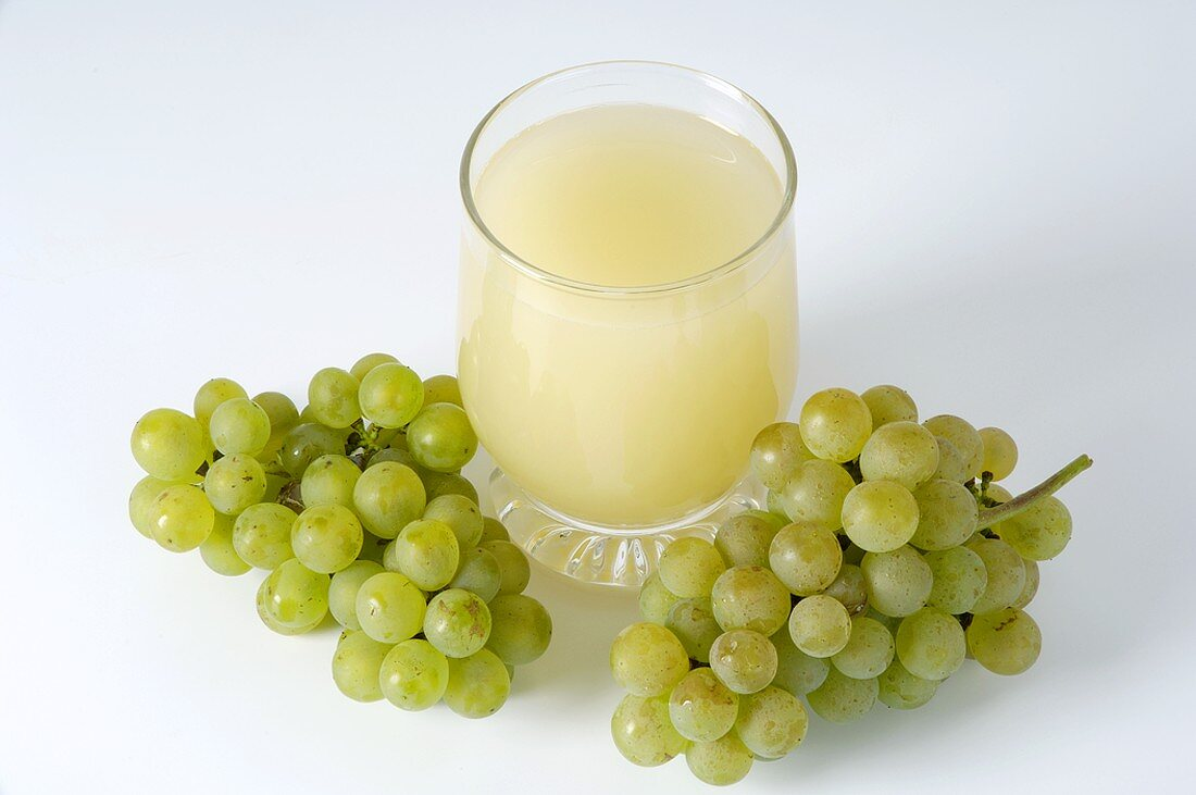 Glass of grape must and green grapes