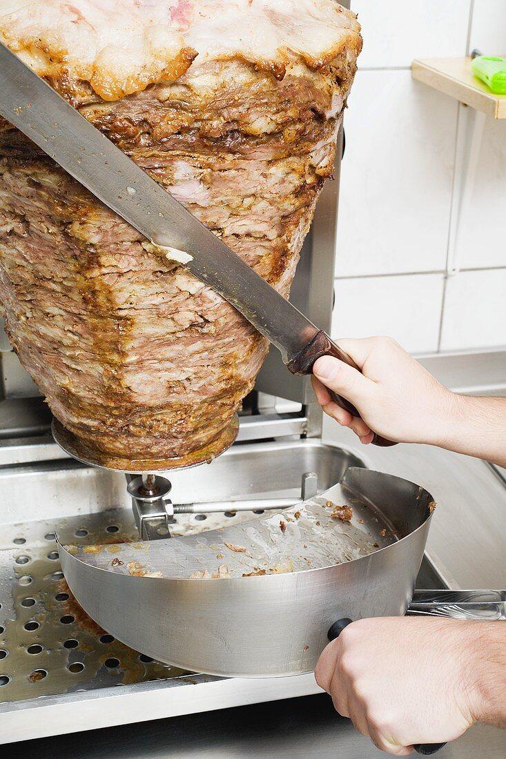 Slicing döner kebab