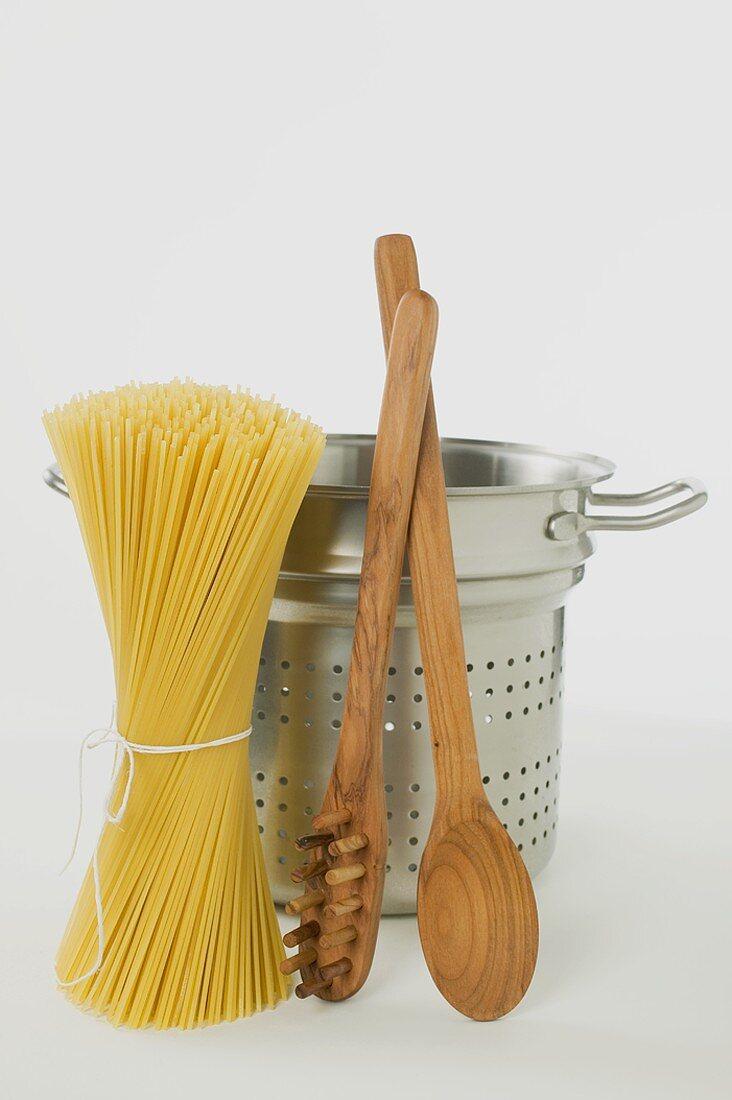 Spaghetti, spaghetti pan, spaghetti server & wooden spoon