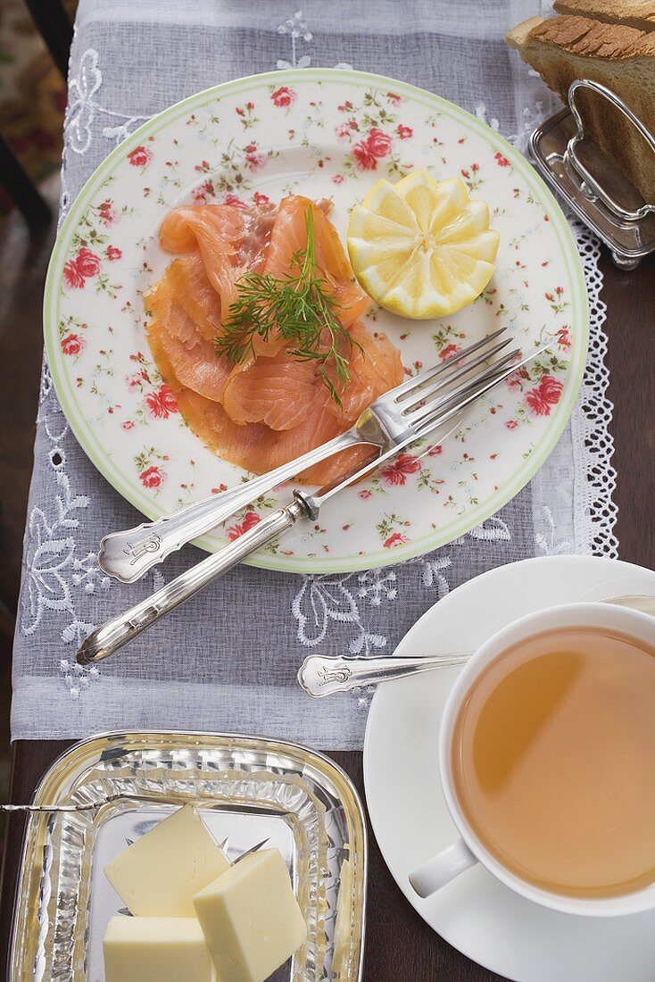 Smoked salmon, tea, butter and toast