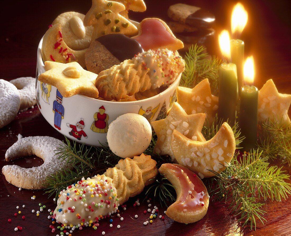 Plätzchenteller und Adventsgesteck