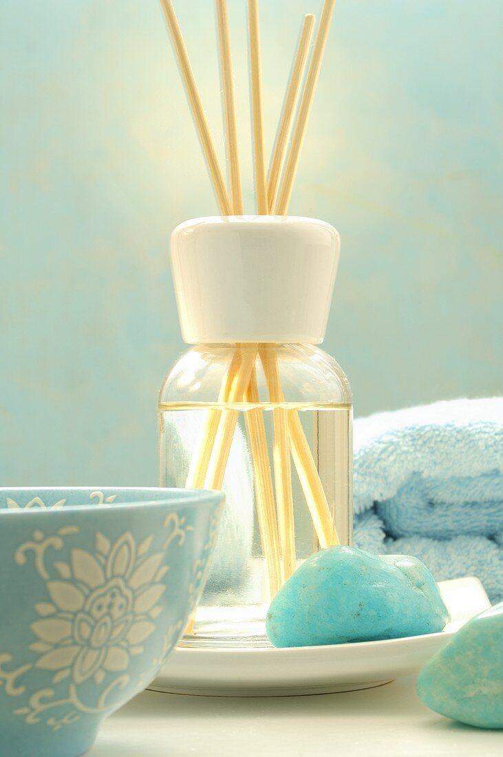Fragrance bottle with aroma sticks