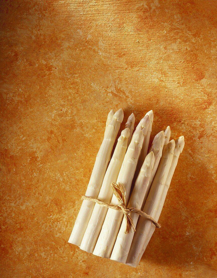 A bundle of white asparagus