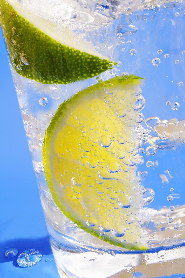A drink with soda water, lemon and ice