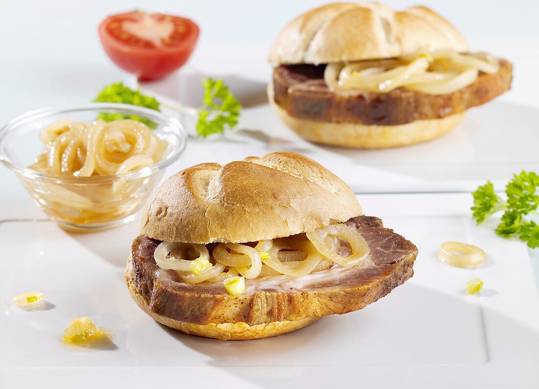 Spit-roasted meat and onions in bread rolls