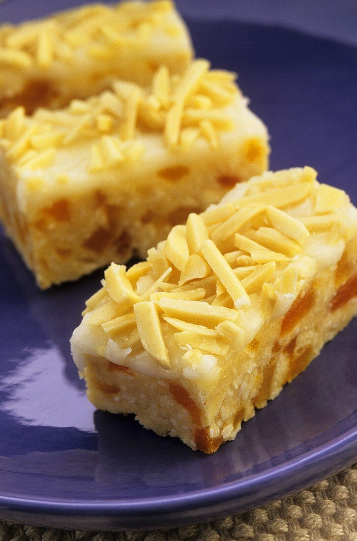 Apricot slices with slivered almonds