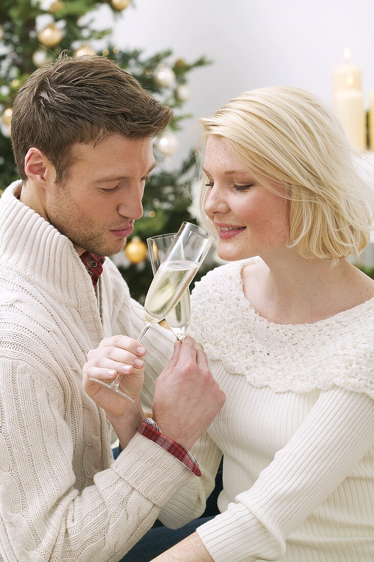 Man and woman drinking sparkling wine (Christmas)