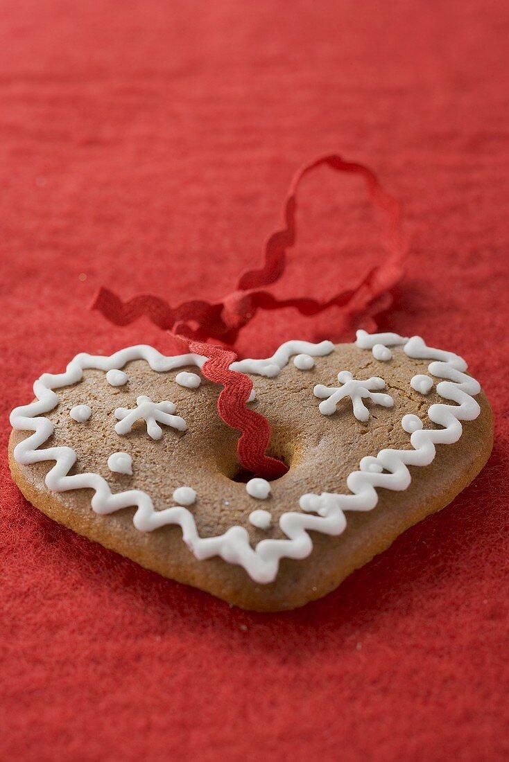 Gingerbread heart for Christmas on red felt