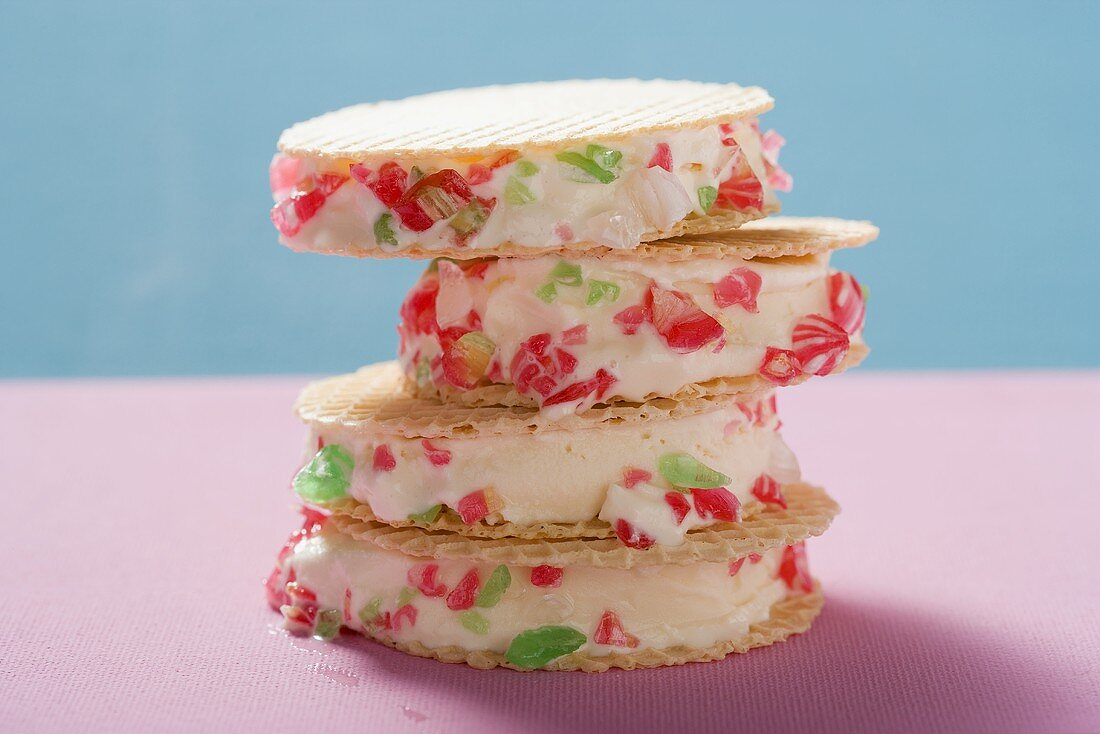 Wafers filled with ice cream and peppermints