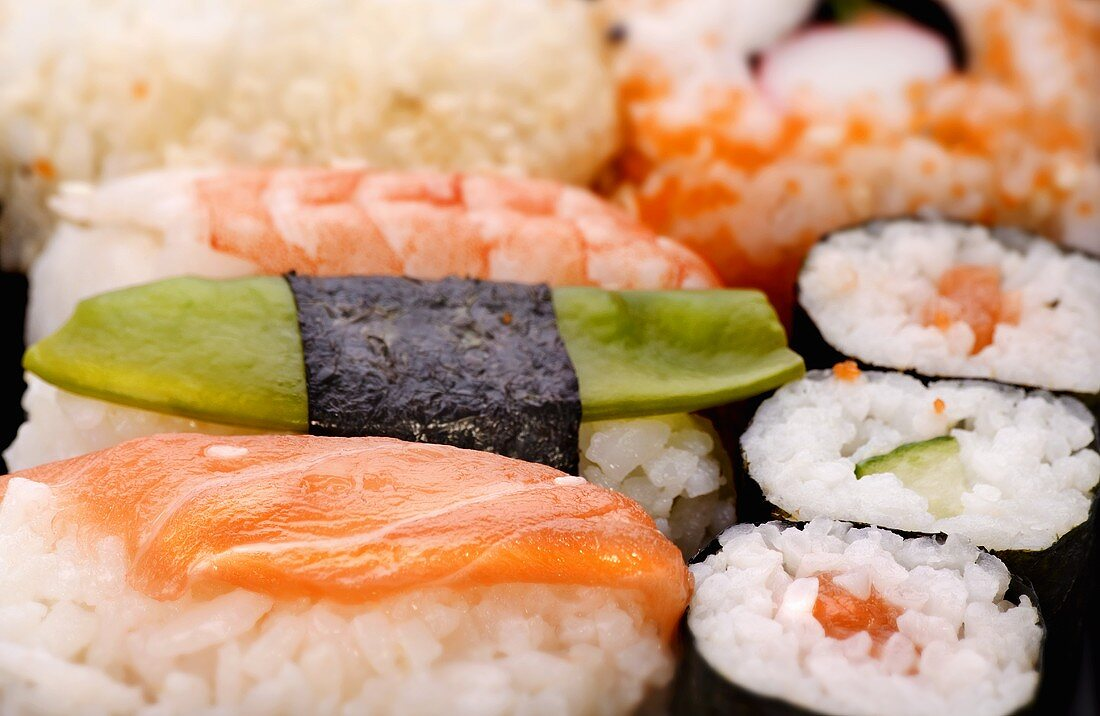 Assorted sushi (close-up)
