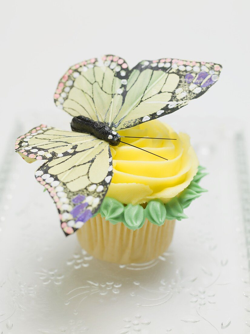 Rose muffin with butterfly