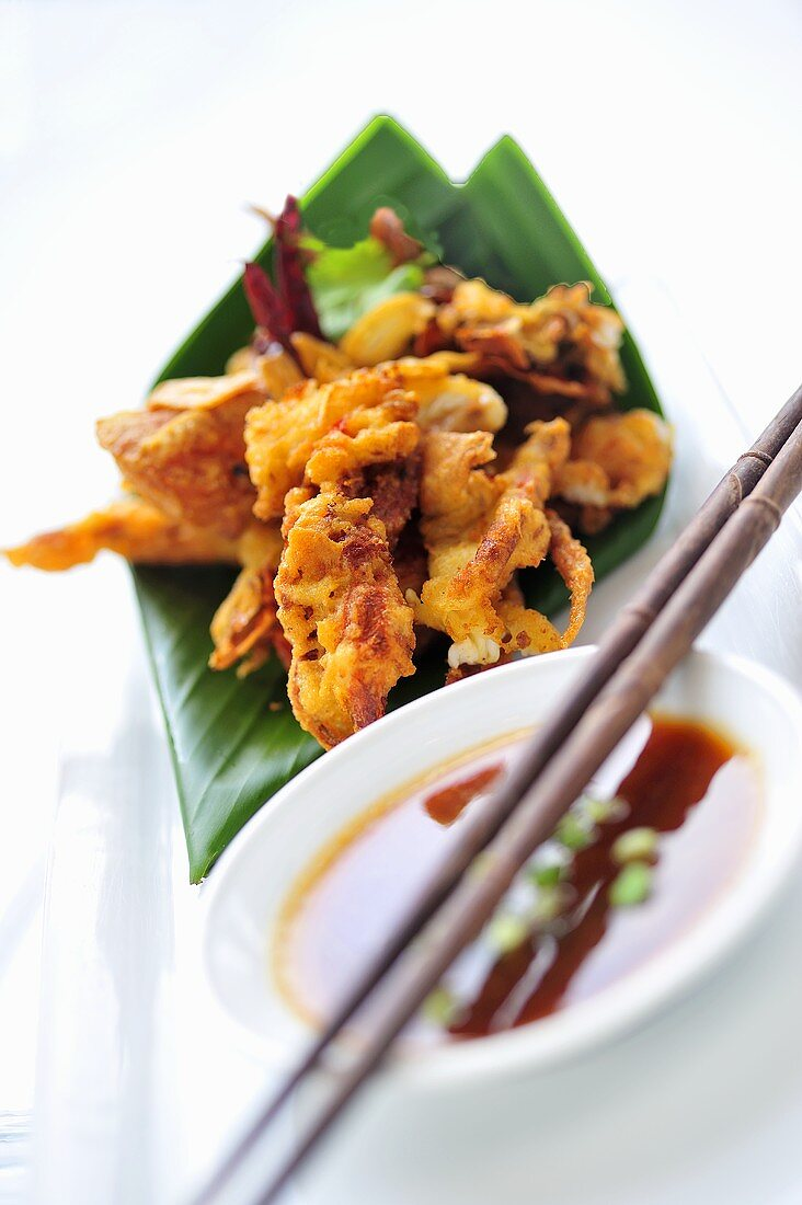 Deep-fried shrimps and calamari with soy sauce