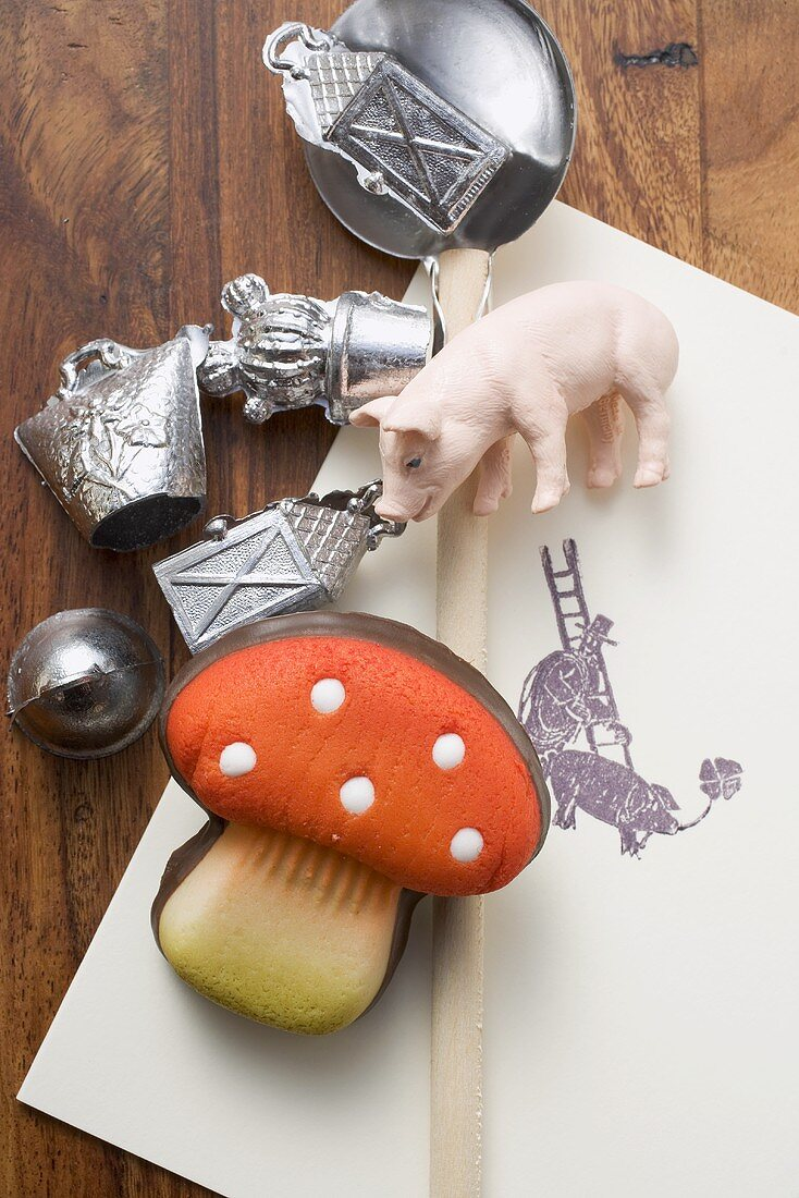 Utensils for Bleigiessen (lead pouring, German New Year custom), lucky charms
