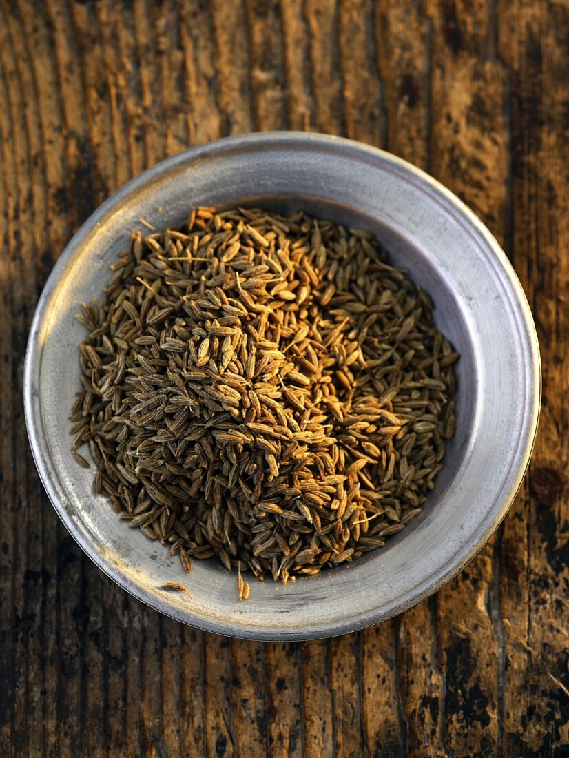 A plate of fennel seeds (seen from above)