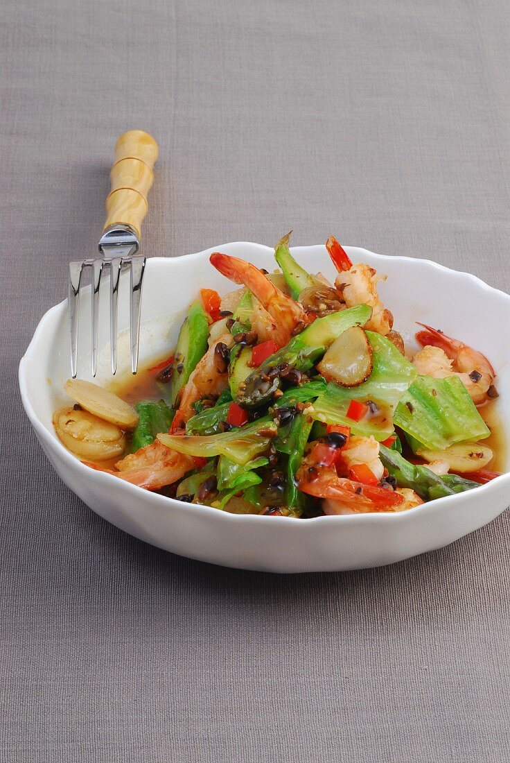 Stir-fried prawns with water chestnuts and green asparagus