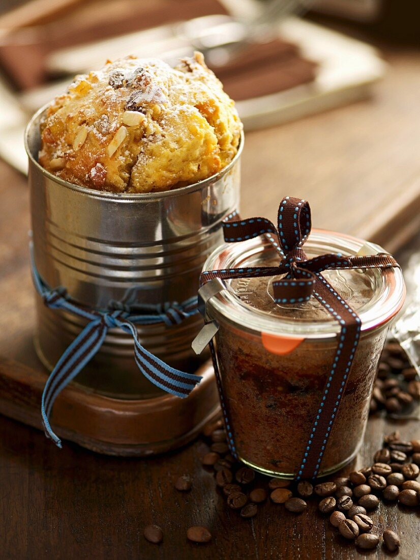 Stollen in a tin can and espresso cake baked in a glass