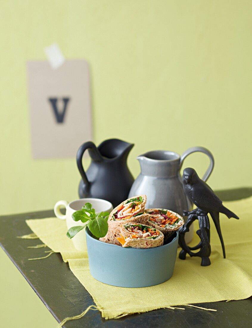 Vegetable wraps with lamb's lettuce, carrots and spring onions
