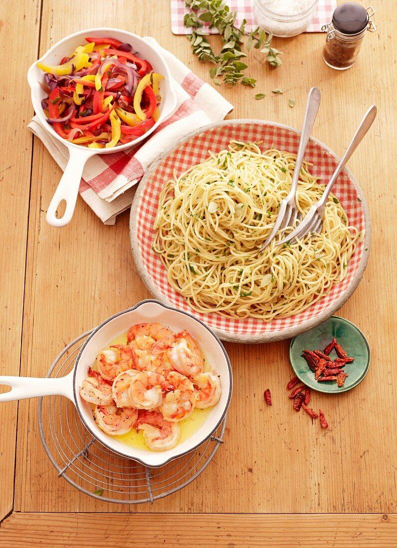 Spaghetti Aglio E Olio mit Paprikagemüse & Garnelen