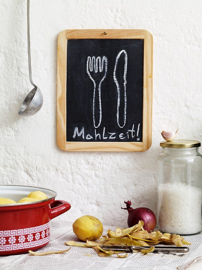 The word 'Mahlzeit' written on a blackboard in a student kitchen