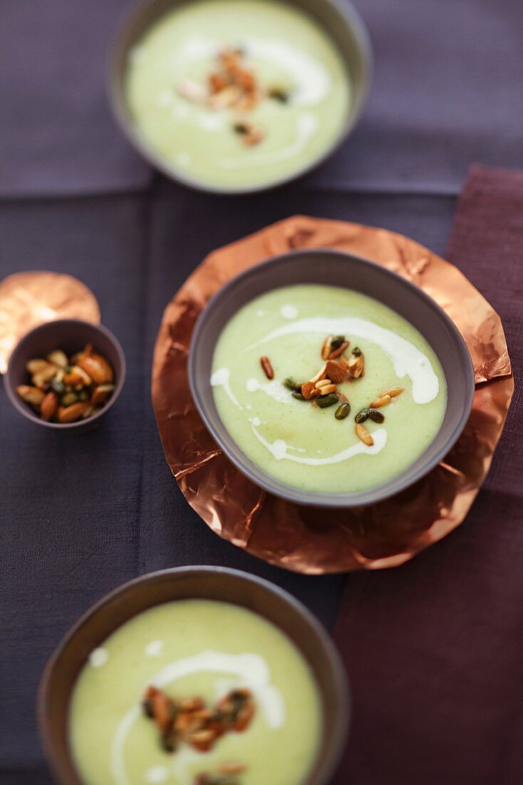 A cabbage dish for the winter: cream of Savoy cabbage soup with nuts