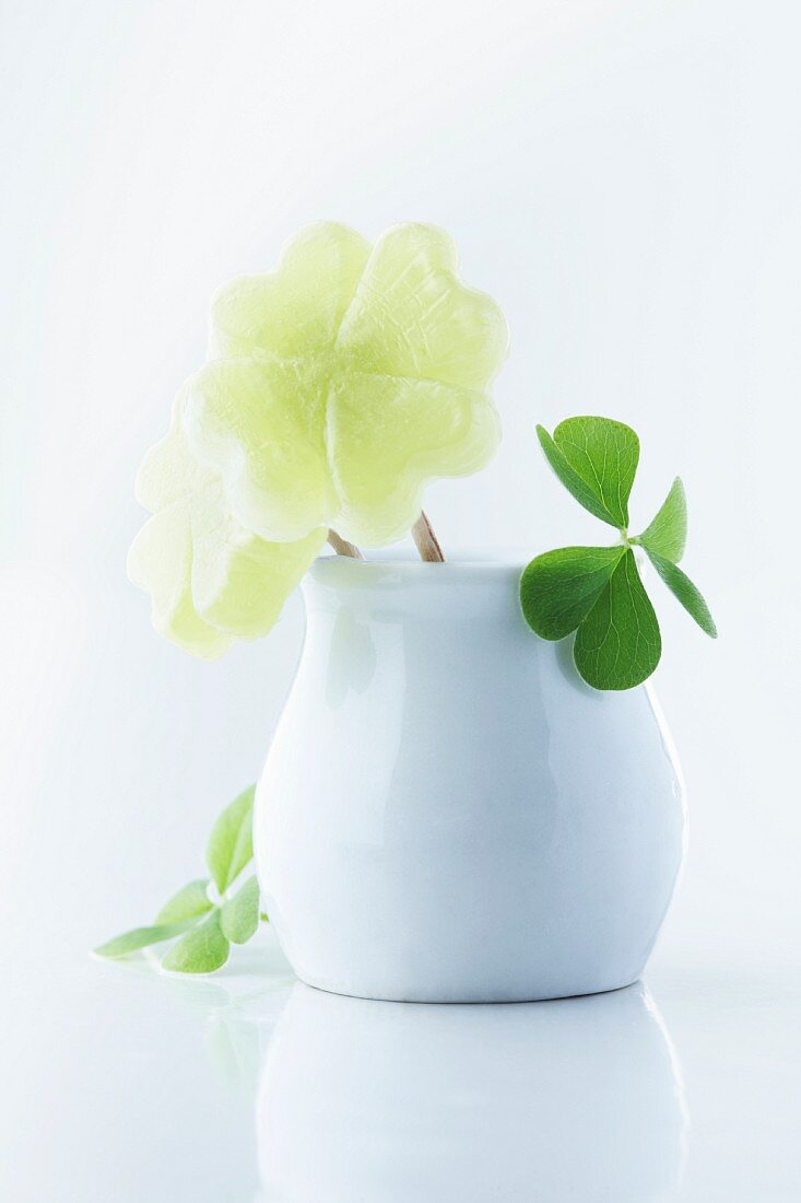 Clover-shaped woodruff sweets in a mini vase decorated with clover leaves