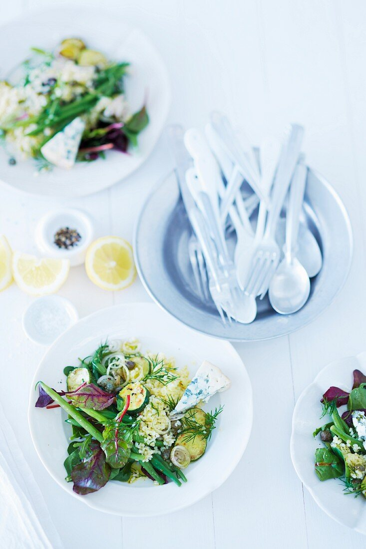 Bulgur salad with beans, courgette and wild herbs