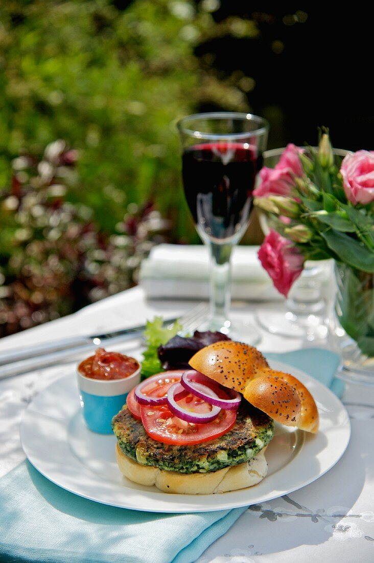 Spinach burger with tomatoes and onions