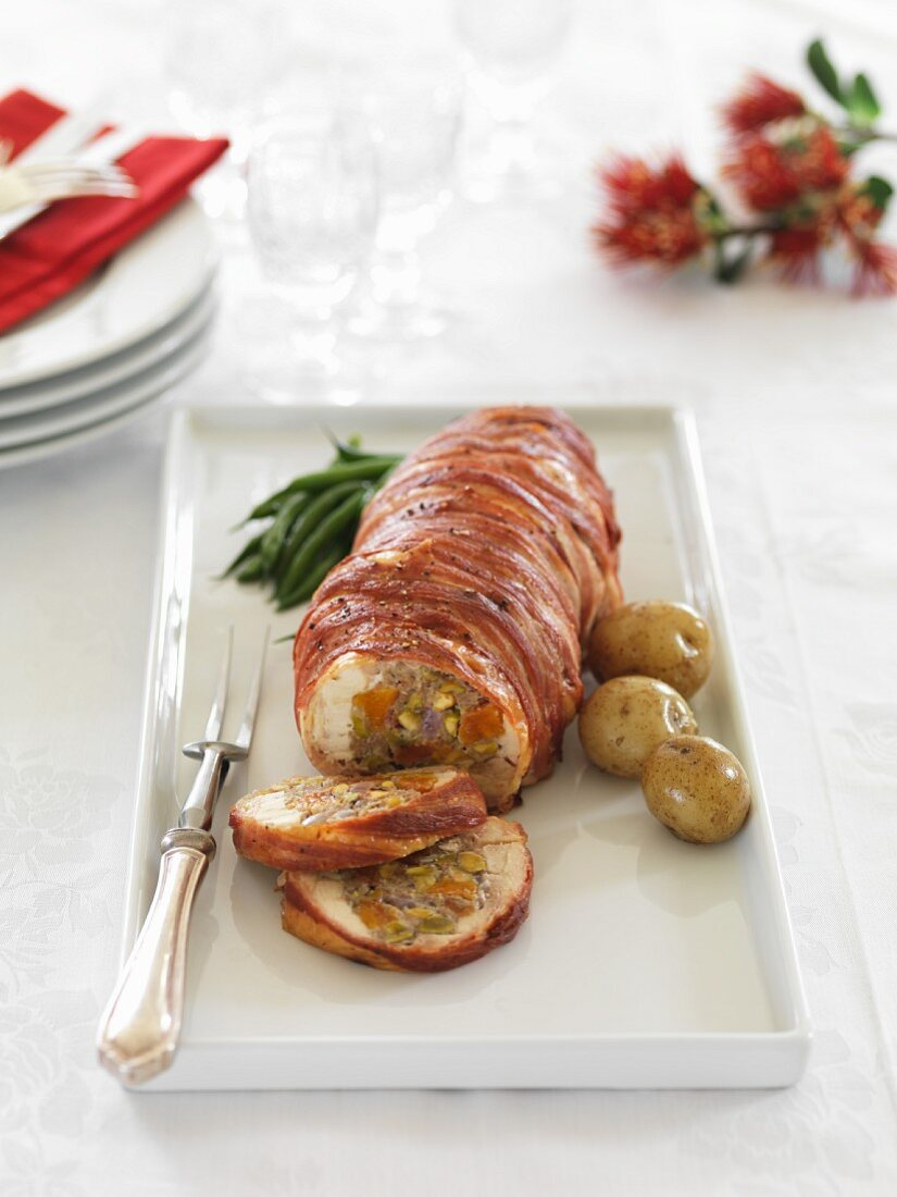 Chicken roulade with pistachios and apricots