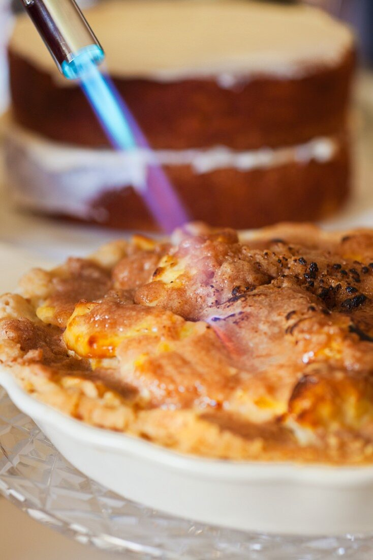 An apple pie being caramelised