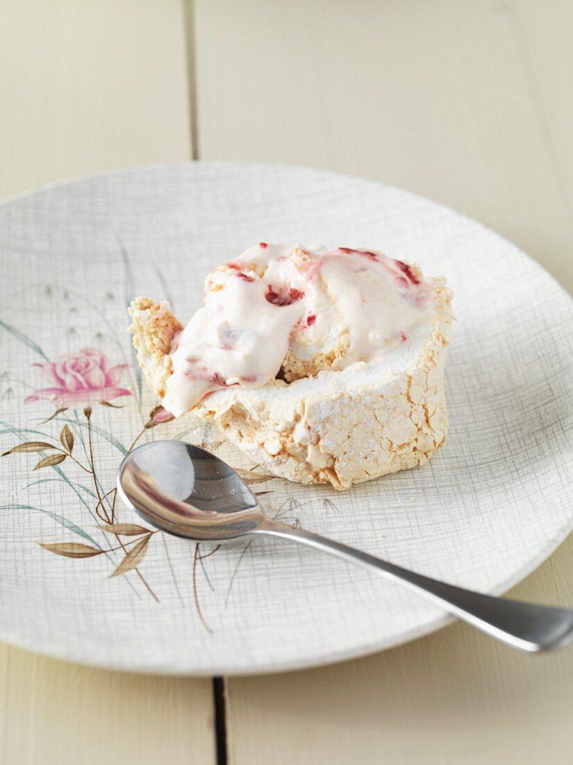 Meringue roulade with strawberry and lemon cream