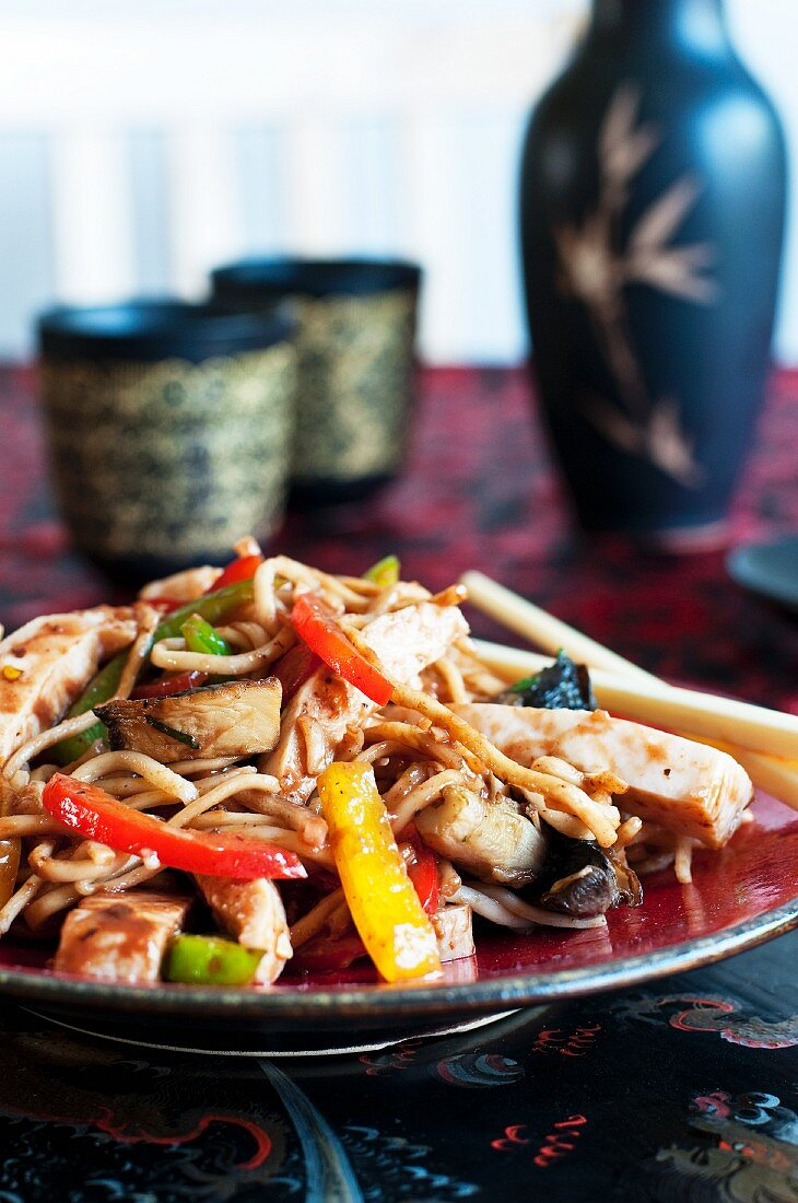 Chow mein (fried noodles with chicken and vegetables, China)