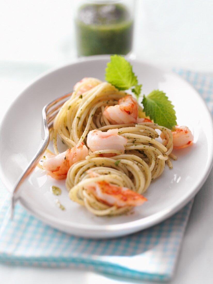 Pasta alla triestina (pasta with lemon balm pesto and prawns)