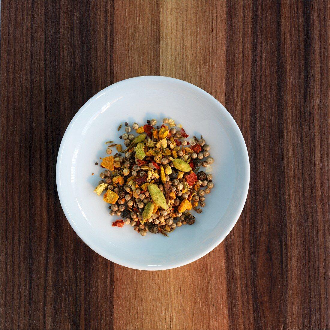 A curry spice mixture (unground)