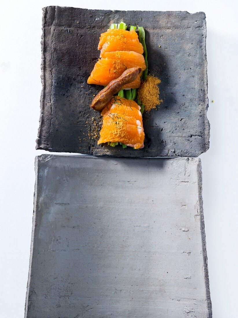 Raw salmon with curry