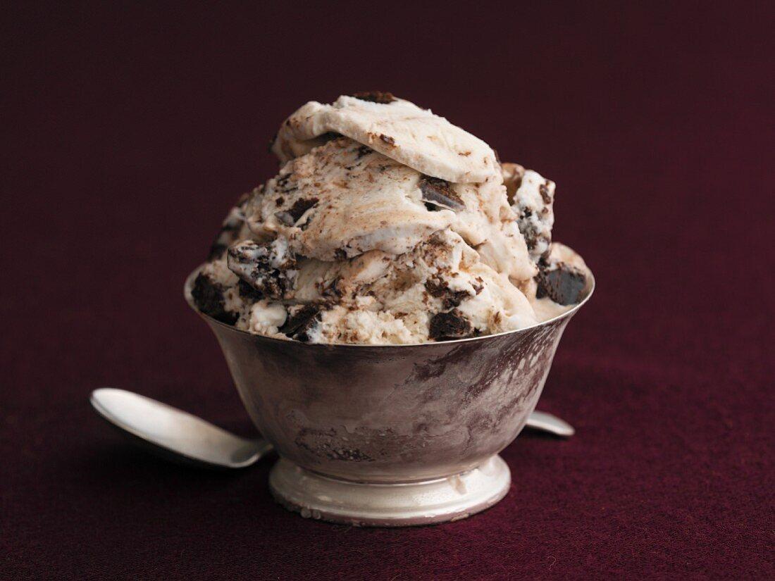 An ice cream fudge sundae