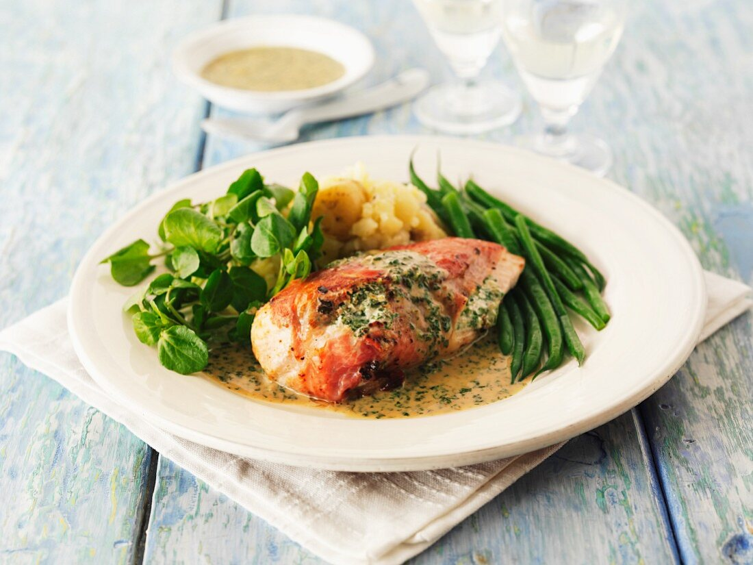 Stuffed chicken breast with herb sauce and green beans