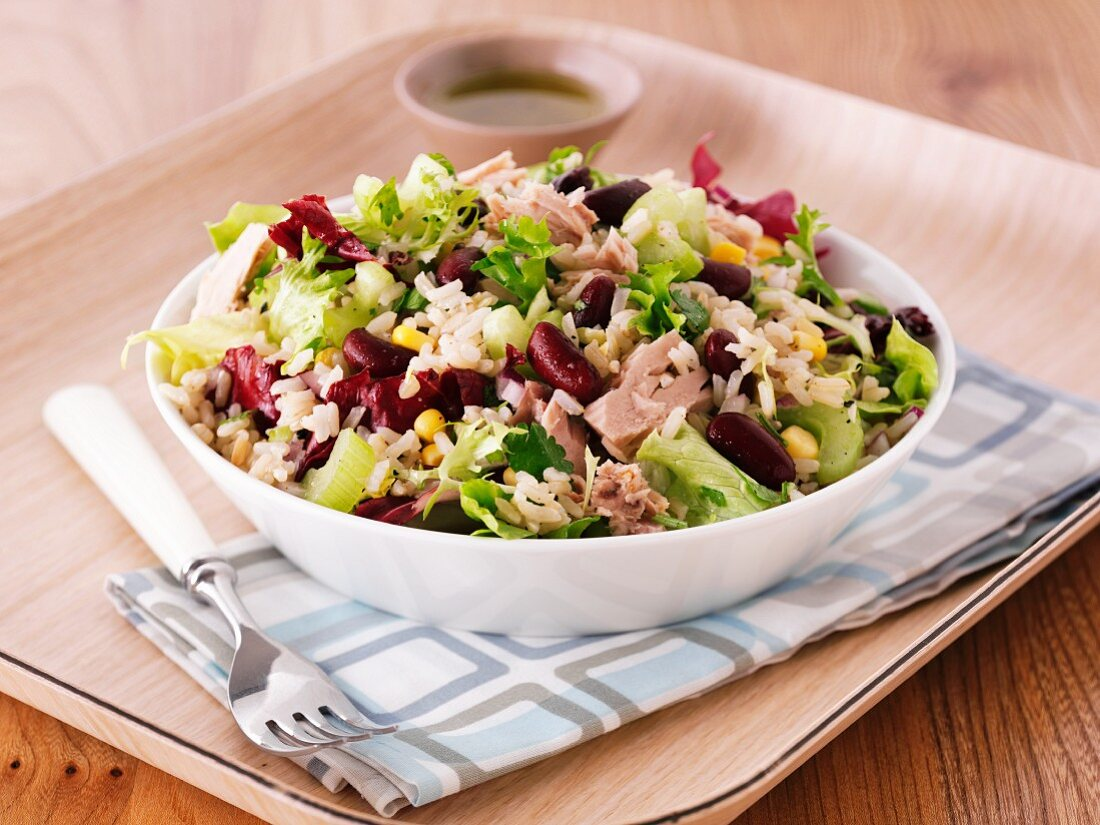 Rice salad with tuna and kidney beans