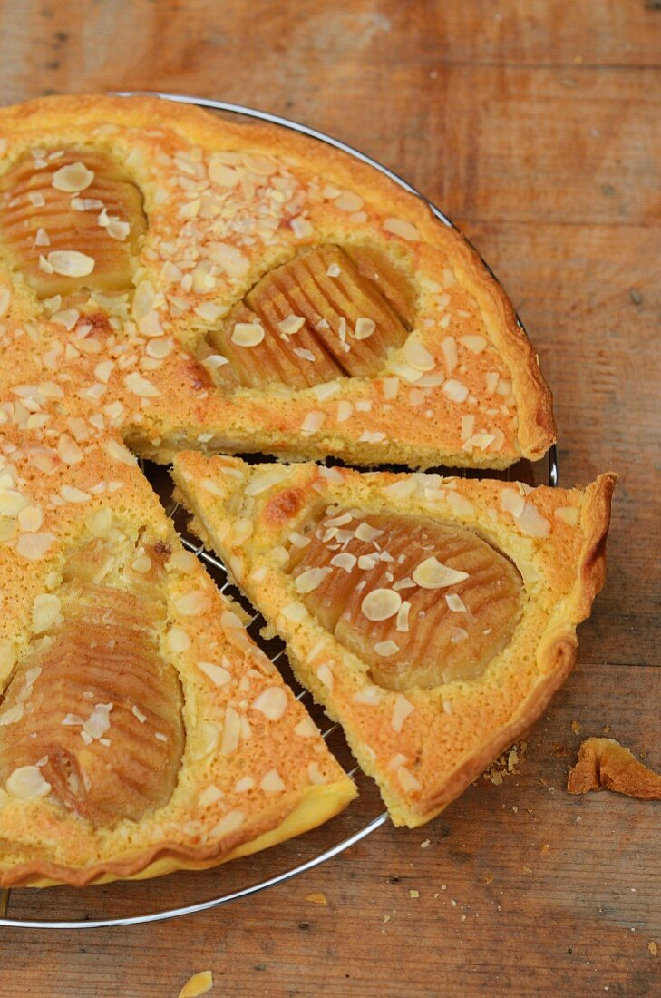 Pear tart with pear halves
