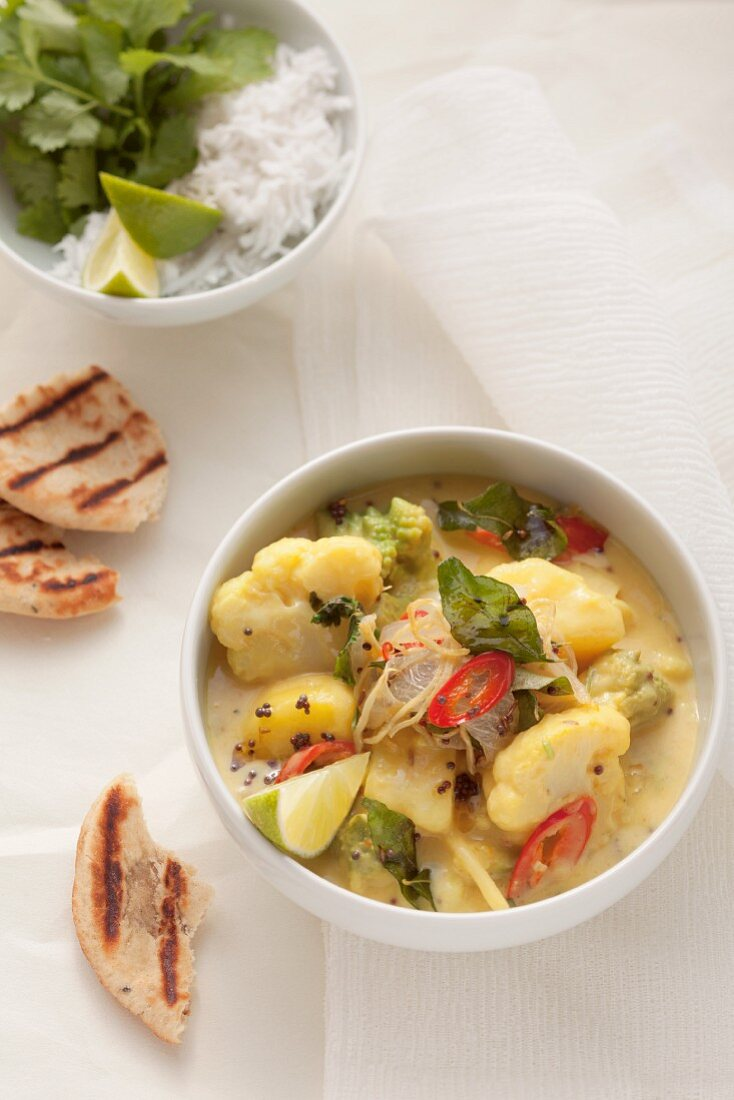 Cauliflower curry with Romanesco broccoli and potatoes