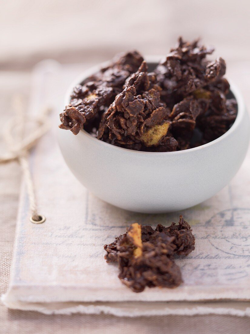 Chocolate and cornflake confectionery
