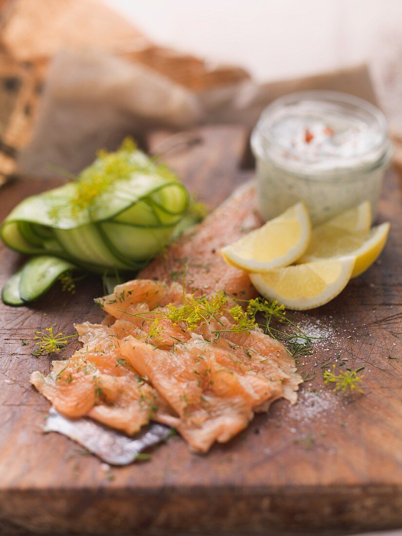 Filleted char with dill flowers, remoulade, cucumber slices and lemon wedges