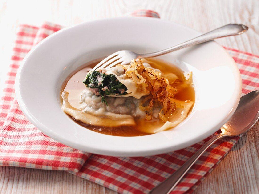 Swabian ravioli soup with roast onions