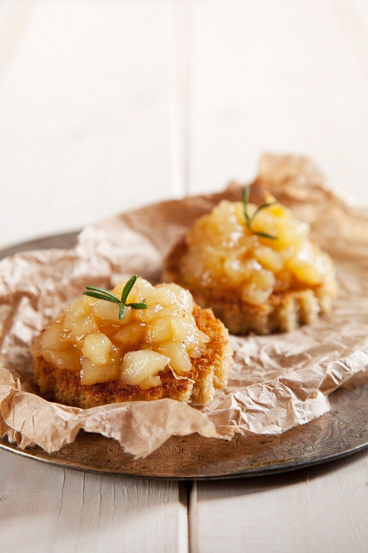 Rosemary pears on toasted bread dishes