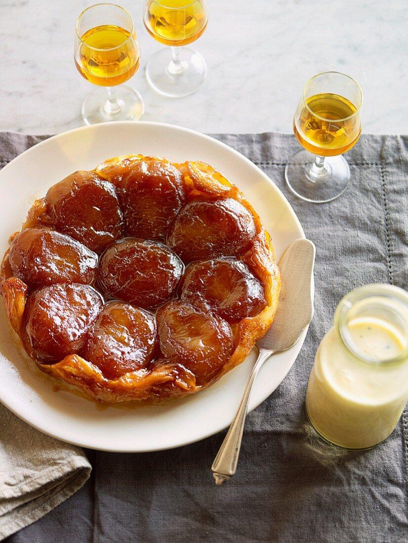 Tart tartin with vanilla cream