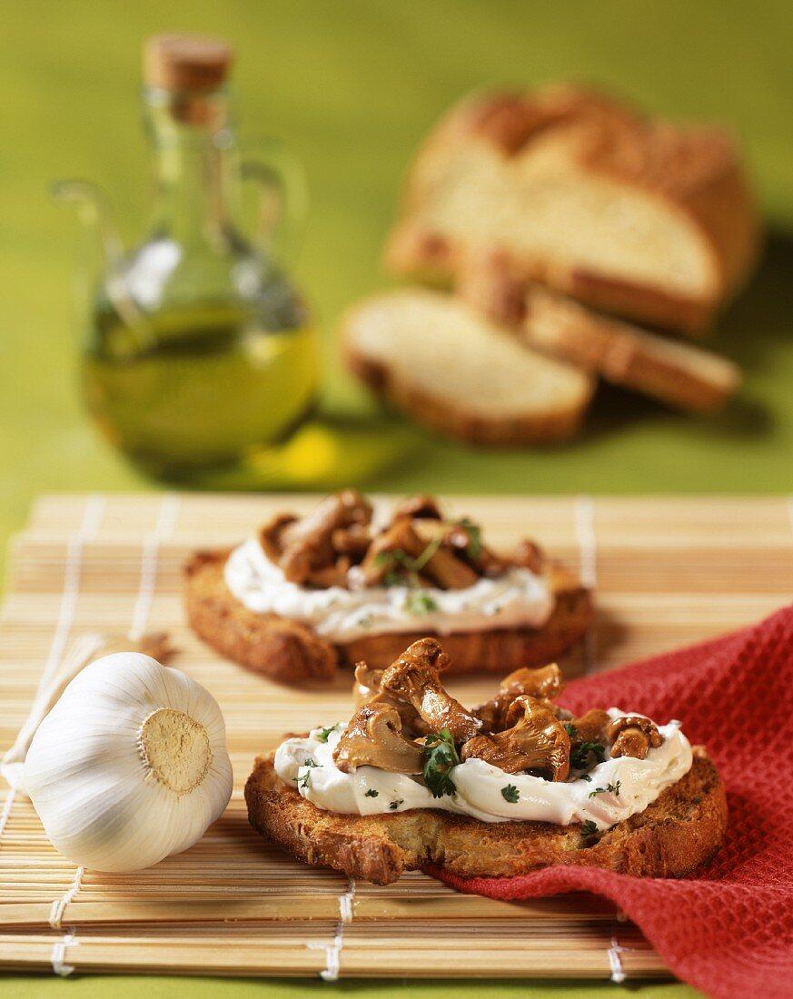 Crostini with garlic cream and aglio olio chanterelles