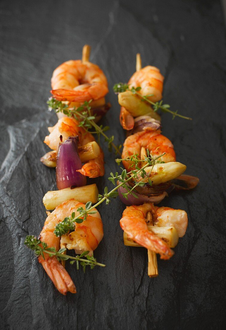 Prawn and asparagus skewers with thyme